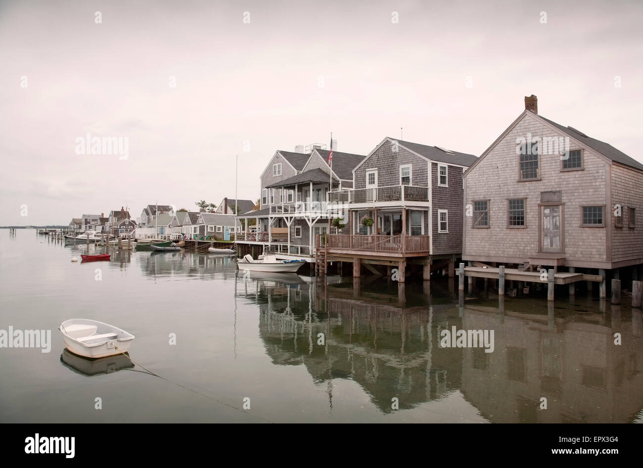 Estados Unidos, Massachusetts, Nantucket, Old North Wharf, botes y palafitos Imagen De Stock