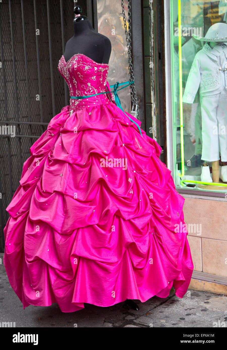 Gowns Imágenes De Stock & Gowns Fotos De Stock - Alamy