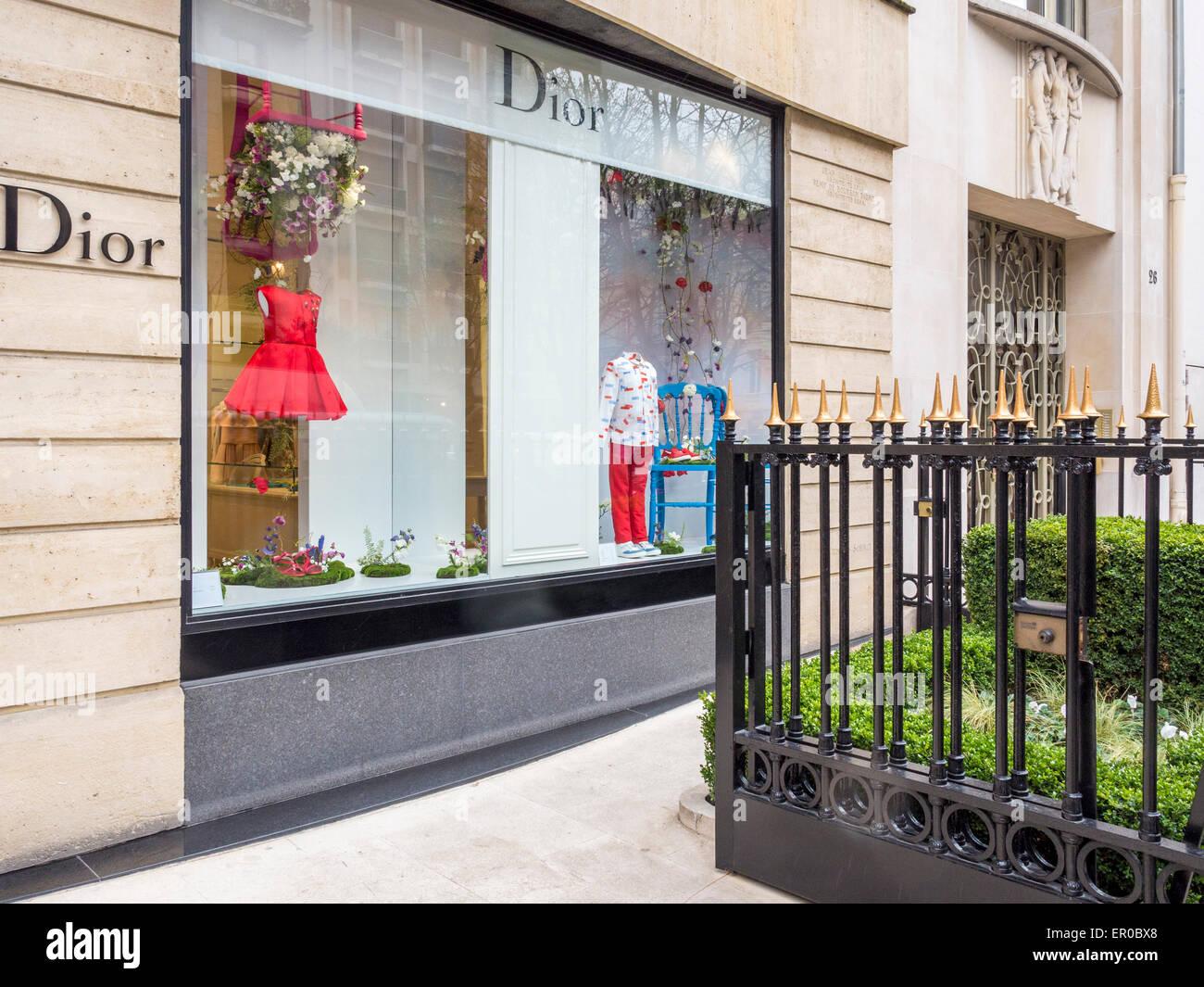 Christian Dior niños tienda del diseñador de la ventana, la Avenida Montaigne, Paris - calle del elegante, Imagen De Stock