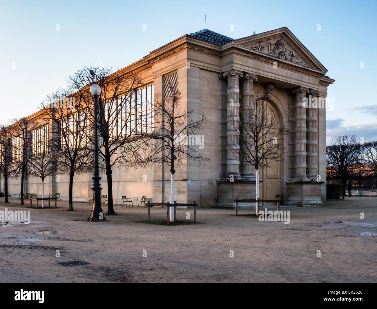 Musée de l'Orangerie, Orangerie museo de arte alberga obras de arte de Monet en La Terrasse du bord de l'Eau, Jardines de las Tullerías, París Foto de stock