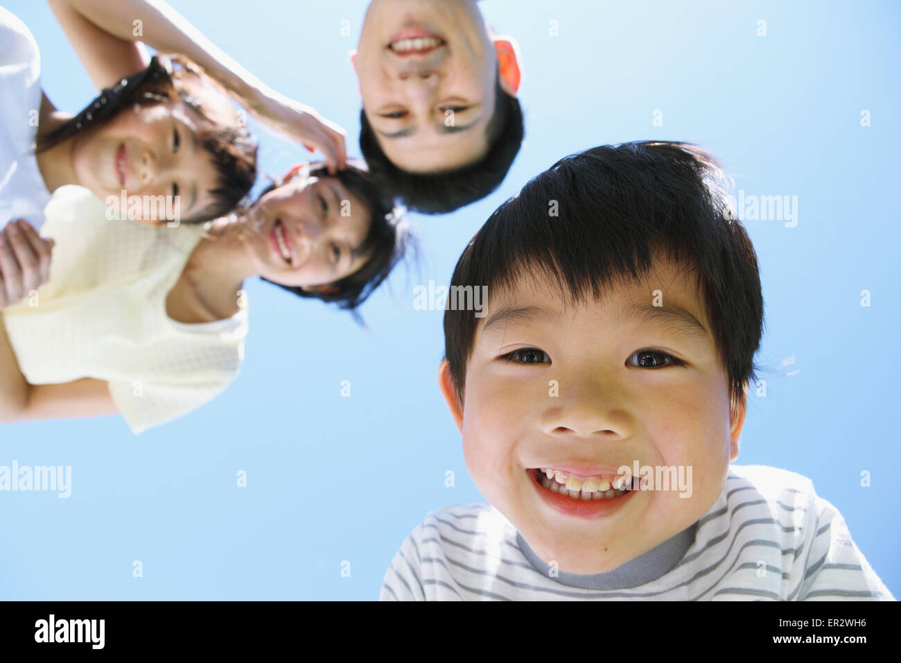 Feliz familia japonesa sonriendo Imagen De Stock