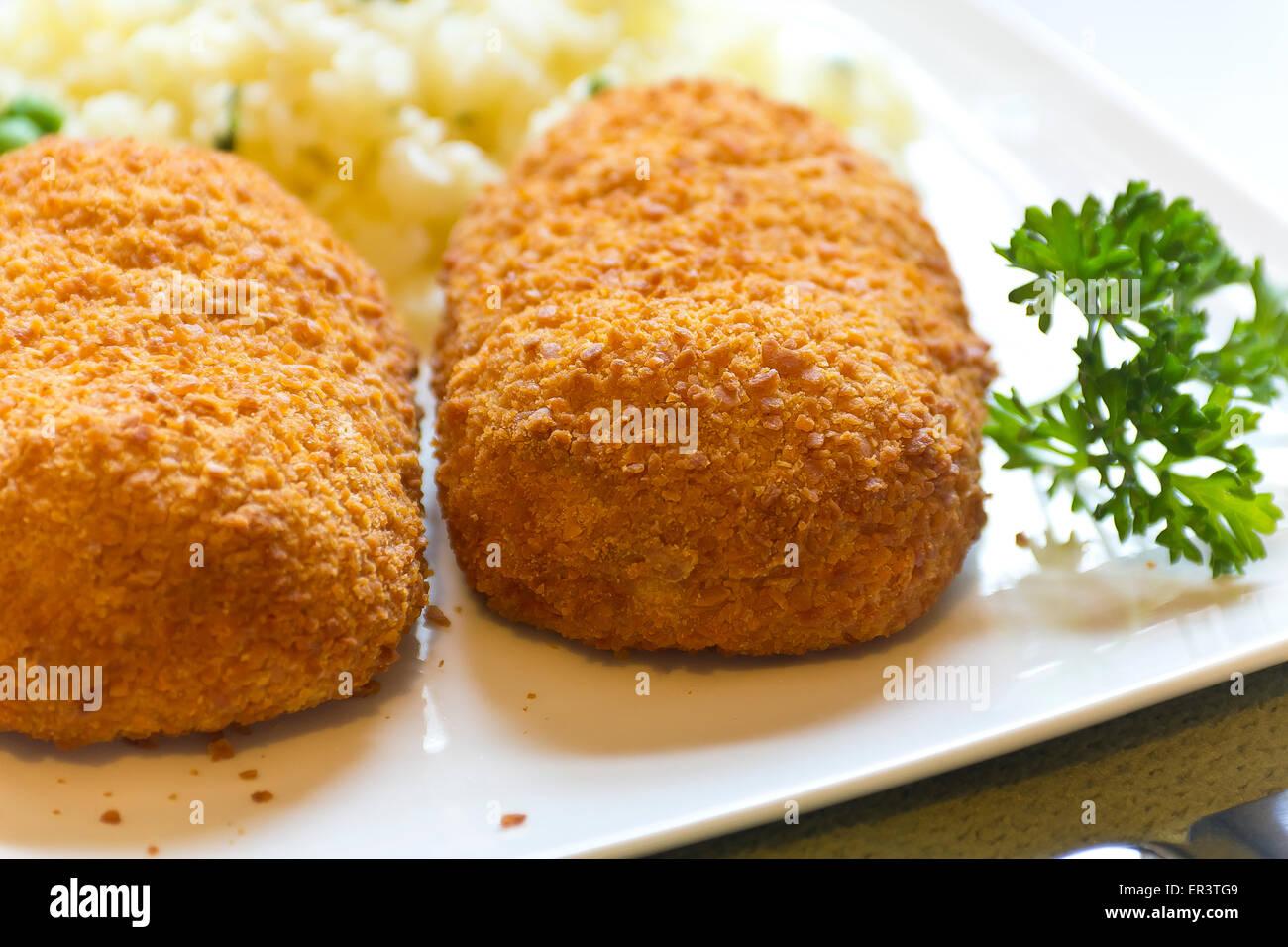 Empanadas Rellenas De Pollo Cordon Bleu Con Guisantes Arroz