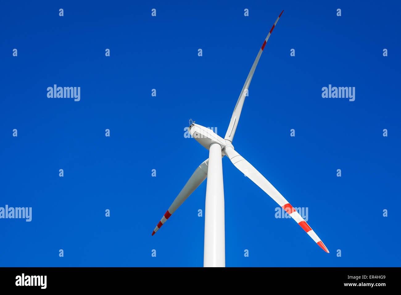 Cerca de la turbina eólica. Legnickie Pole, Polonia Foto de stock