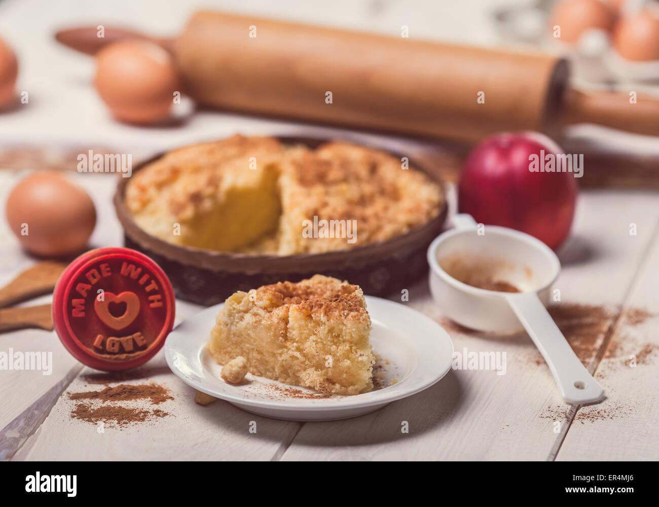 Apple tarta hecha con amor. Debica, Polonia Imagen De Stock