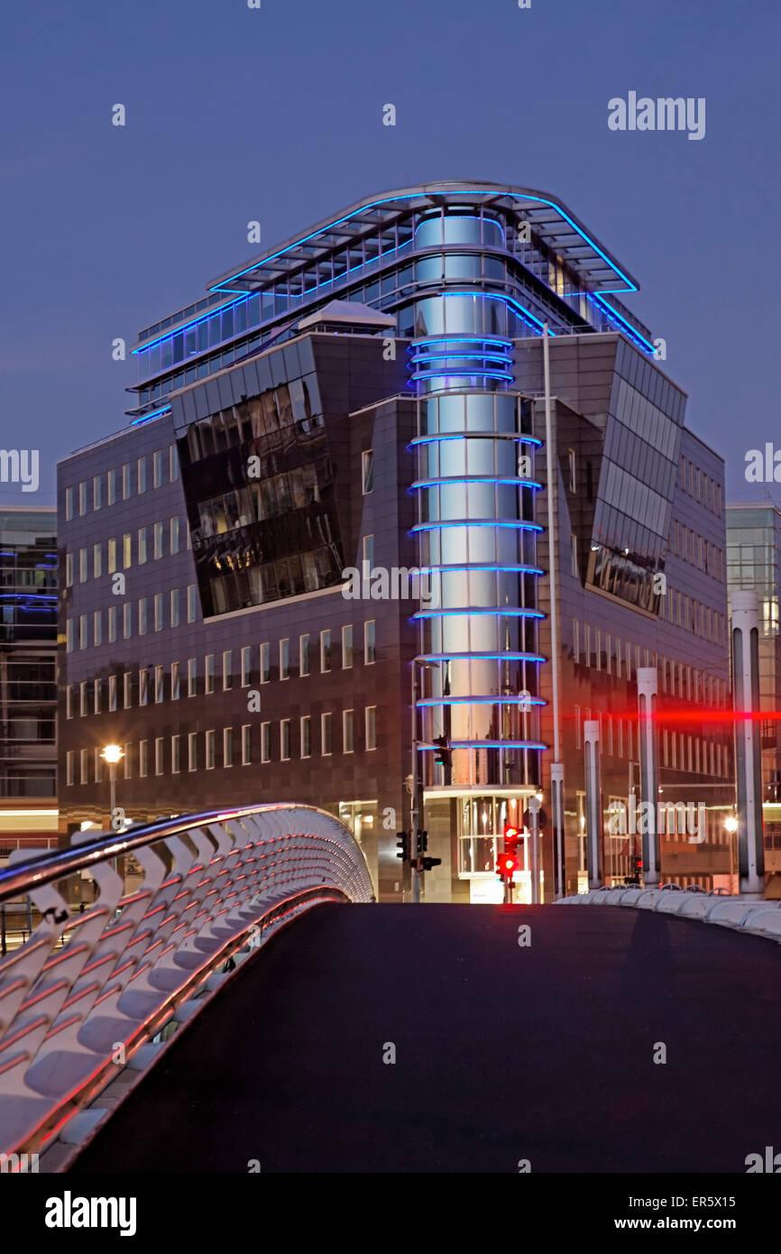 La arquitectura moderna, el puente de Calatrava, Kronprinzenbruecke, Berlín, Alemania Imagen De Stock
