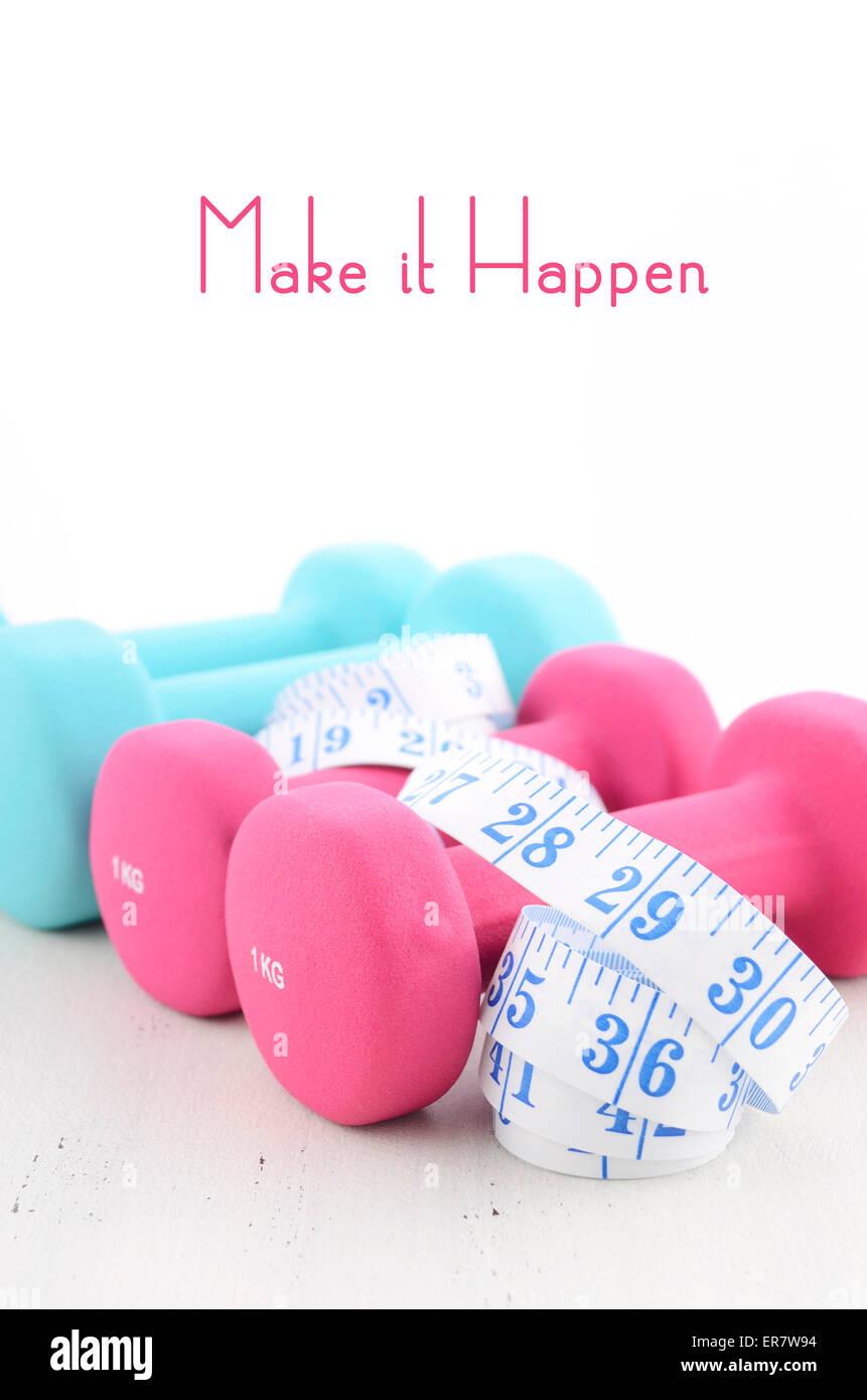Concepto de salud y fitness con pesas femenino de inspiración popular y diciendo el texto. Imagen De Stock
