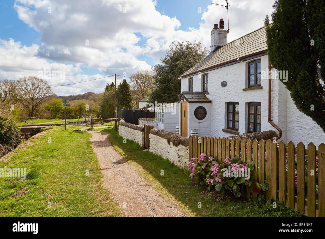 Pensarn Cottage, de fecha 1792, situado junto a los 14 bloqueos en Brecon,y,&,Monmouthshire,canal,Newport, South Imagen De Stock