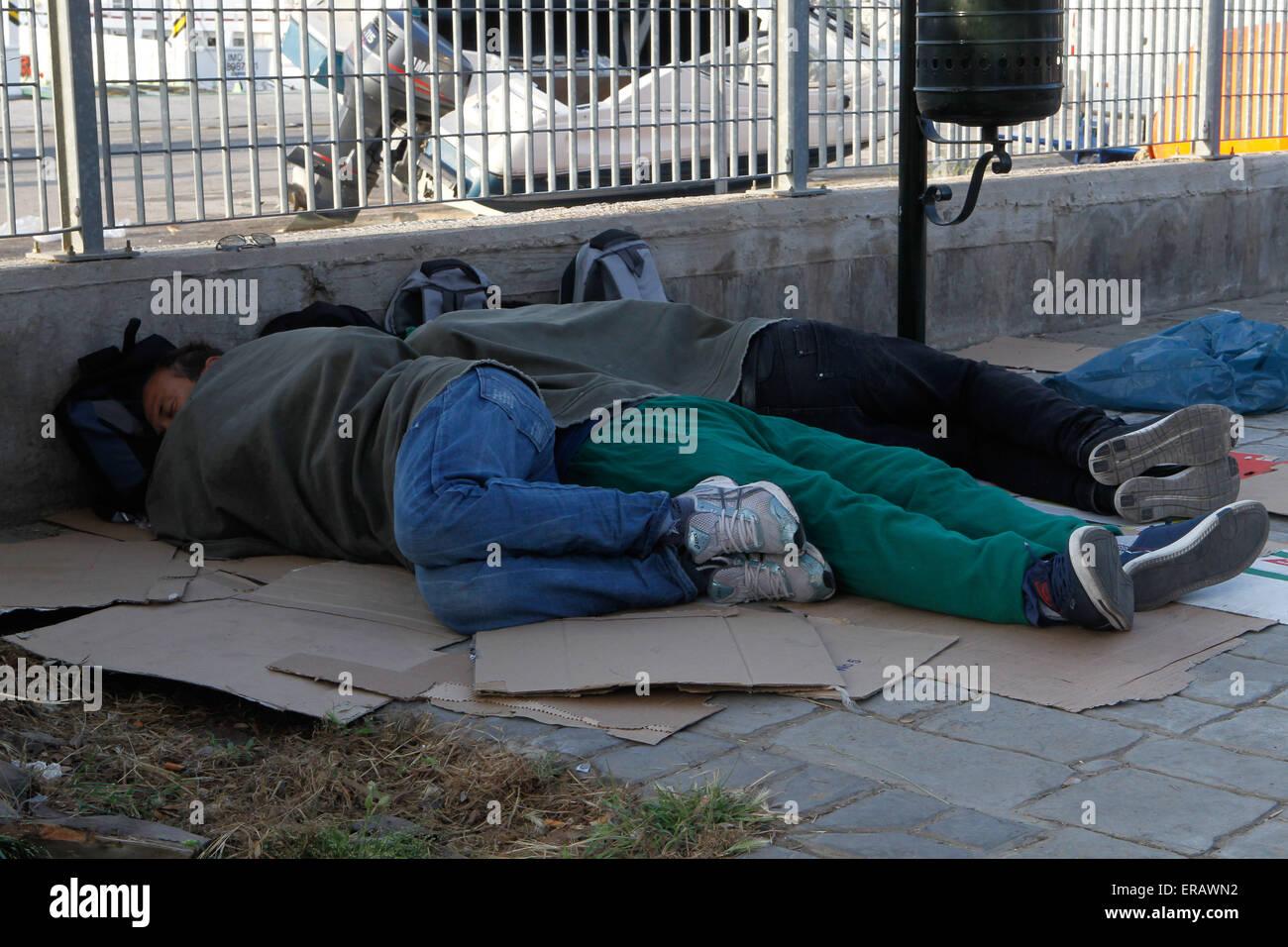 Hundrends migrantes llegó cada día en la isla de Lesbos del Egeo oriental de la costa turca. Entre ellos, Imagen De Stock