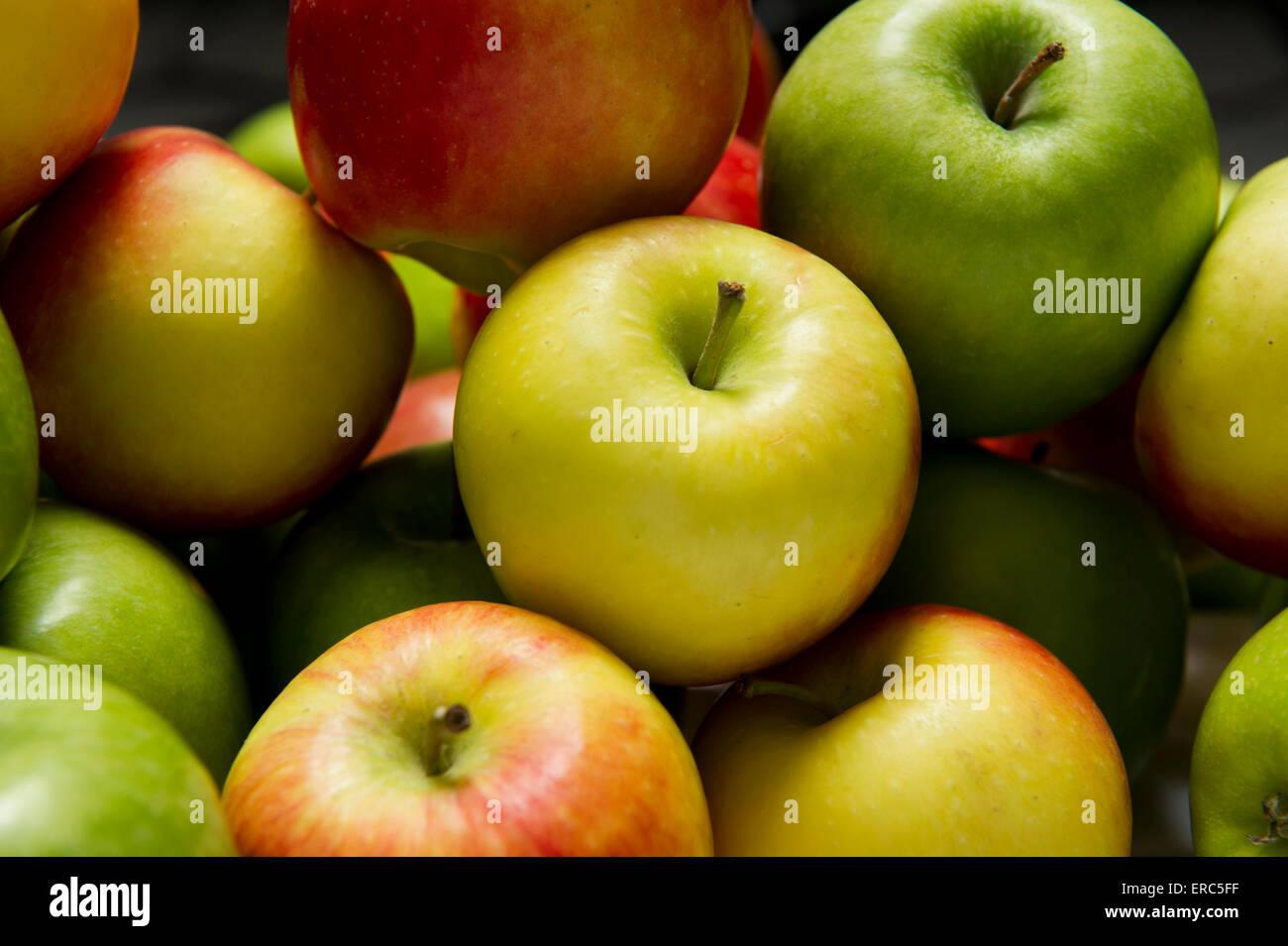 Manzanas frescas listo para el consumo Imagen De Stock