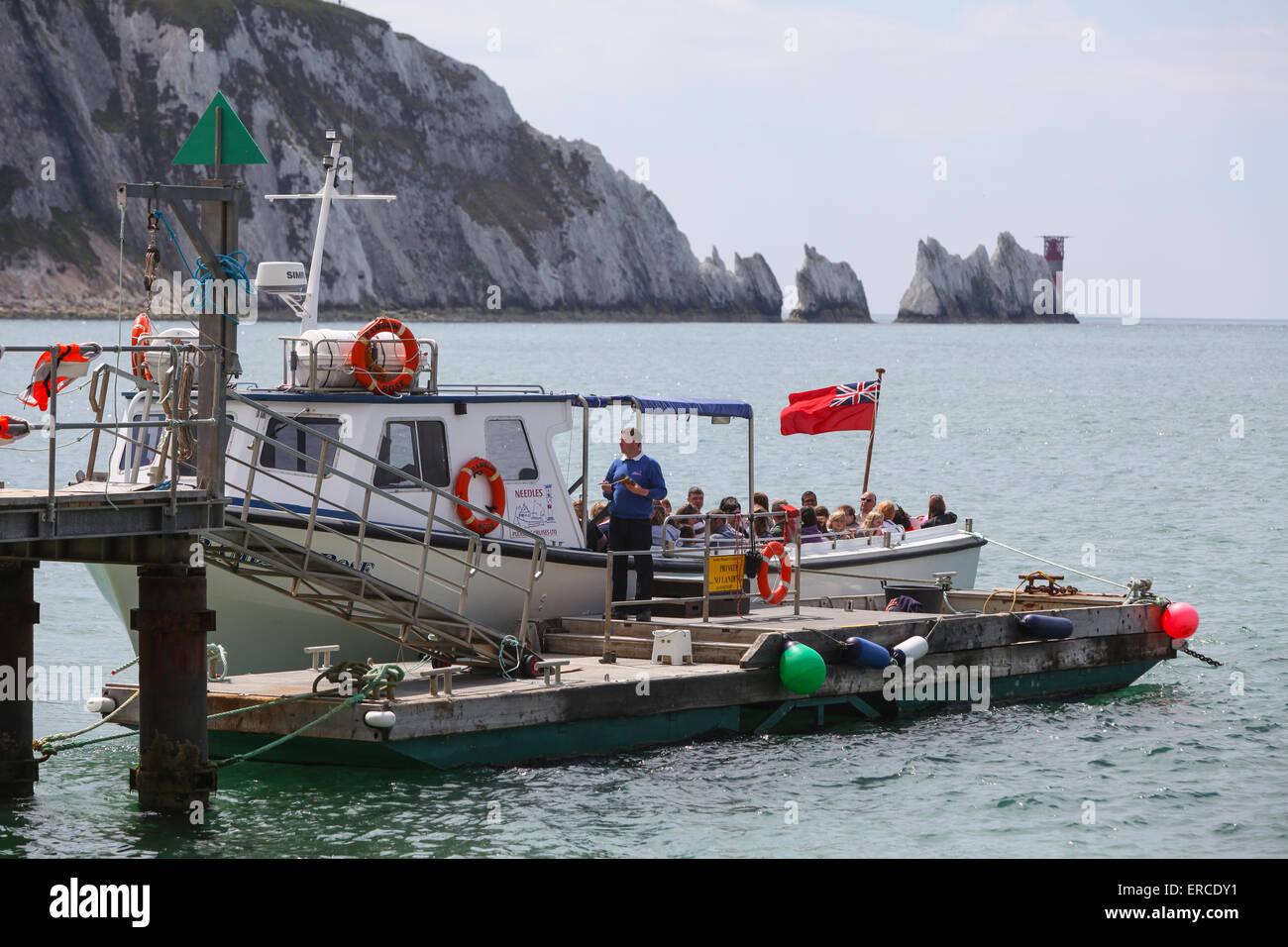 Agujas cruceros de placer, Ramblin Rose turista viaje en barco para visitar las agujas en la Isla de Wight Imagen De Stock