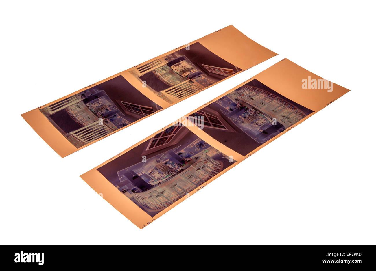 Tiras de 6x7 cm formato \'ideal\' negativos en color sobre blanco Foto ...