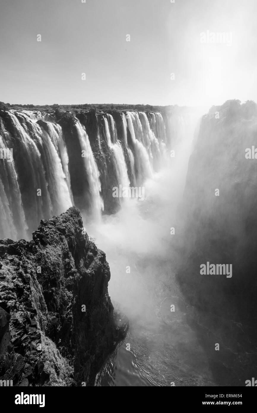 África, Zimbabwe, Victoria Falls National Park, el río Zambezi, que fluye a través de las Cataratas Imagen De Stock