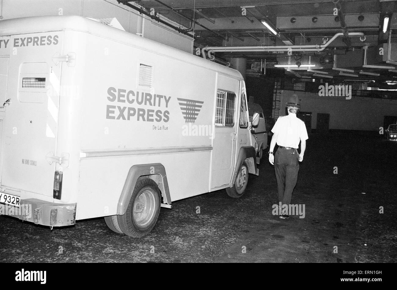Los robos a mano armada cometidos en Daily Mirror sede en Holborn, Londres, 31 de mayo de 1978. Dos ladrones atacaron Imagen De Stock