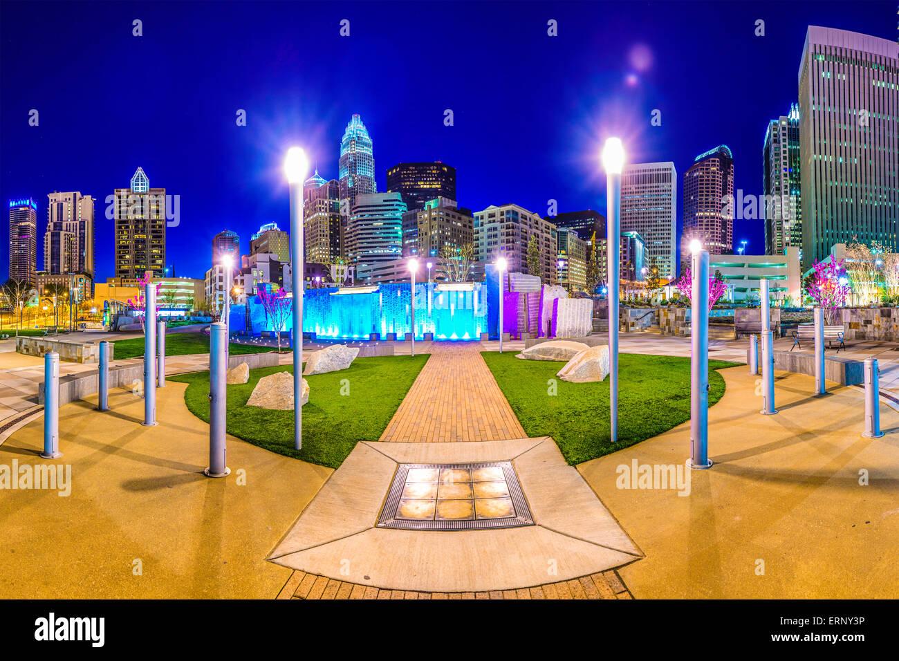 Charlotte, Carolina del Norte, EE.UU uptown skyline y el parque. Imagen De Stock