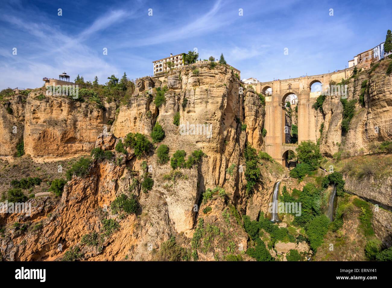 Ronda, España en el Puente Nuevo Puente. Imagen De Stock