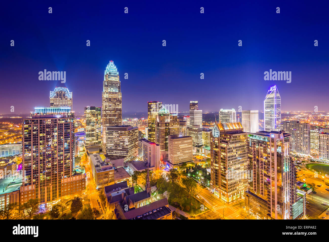 Charlotte, Carolina del Norte, EE.UU uptown skyline en la noche. Imagen De Stock