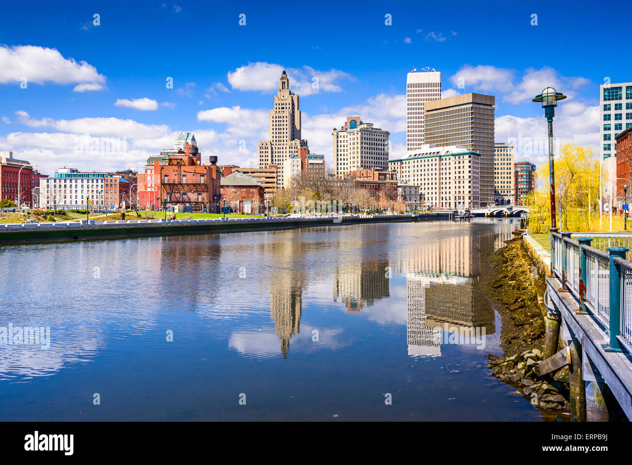 Providence, Rhode Island, EE.UU., el horizonte de la ciudad sobre el río. Foto de stock