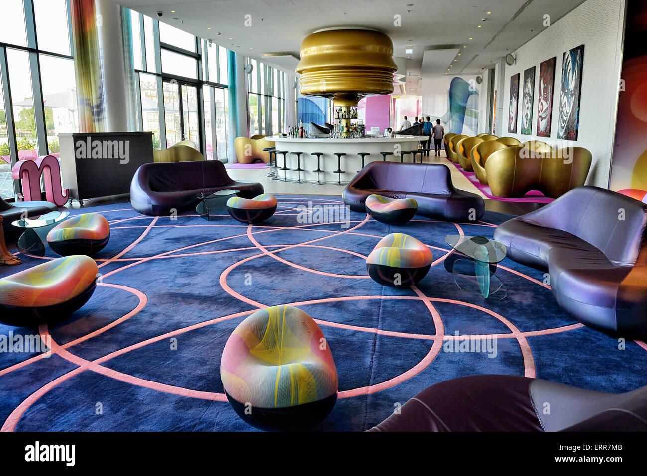 Alemania, Berlín, distrito Kreuzberg, Hotel Nhow, el lounge bar. Imagen De Stock