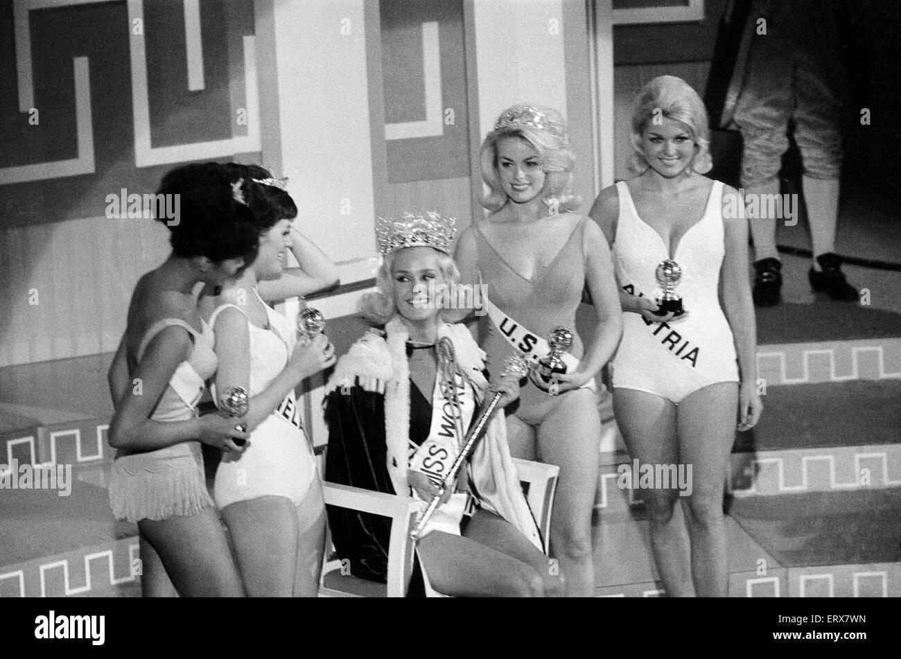 Concurso de Miss Mundo, en el Lyceum Ballroom de Londres, Viernes, 19 de noviembre de 1965. Miss Reino Unido - Lesley Imagen De Stock