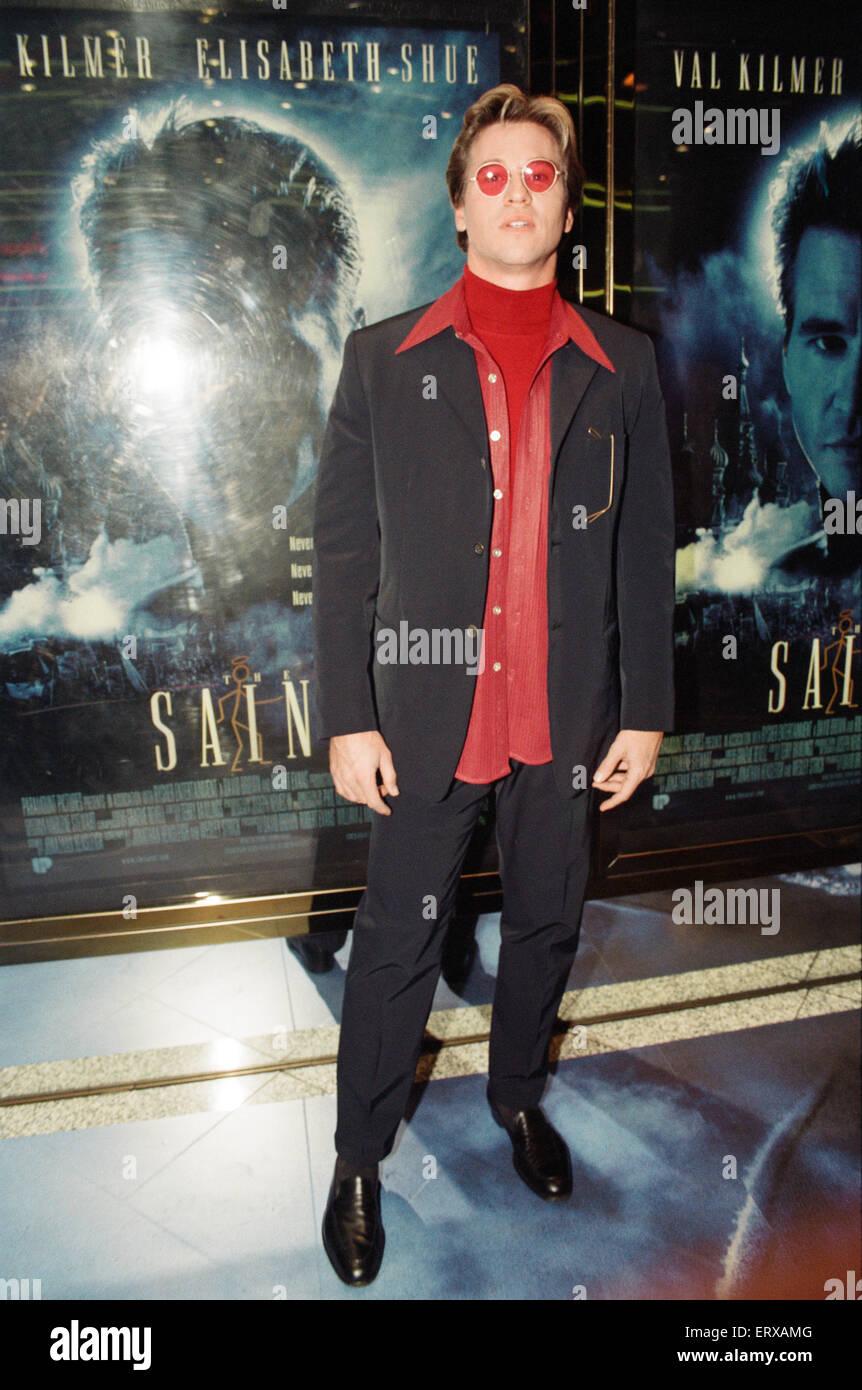 El santo es un thriller de espionaje de 1997, protagonizada por Val Kilmer en el título papel con Elisabeth Imagen De Stock