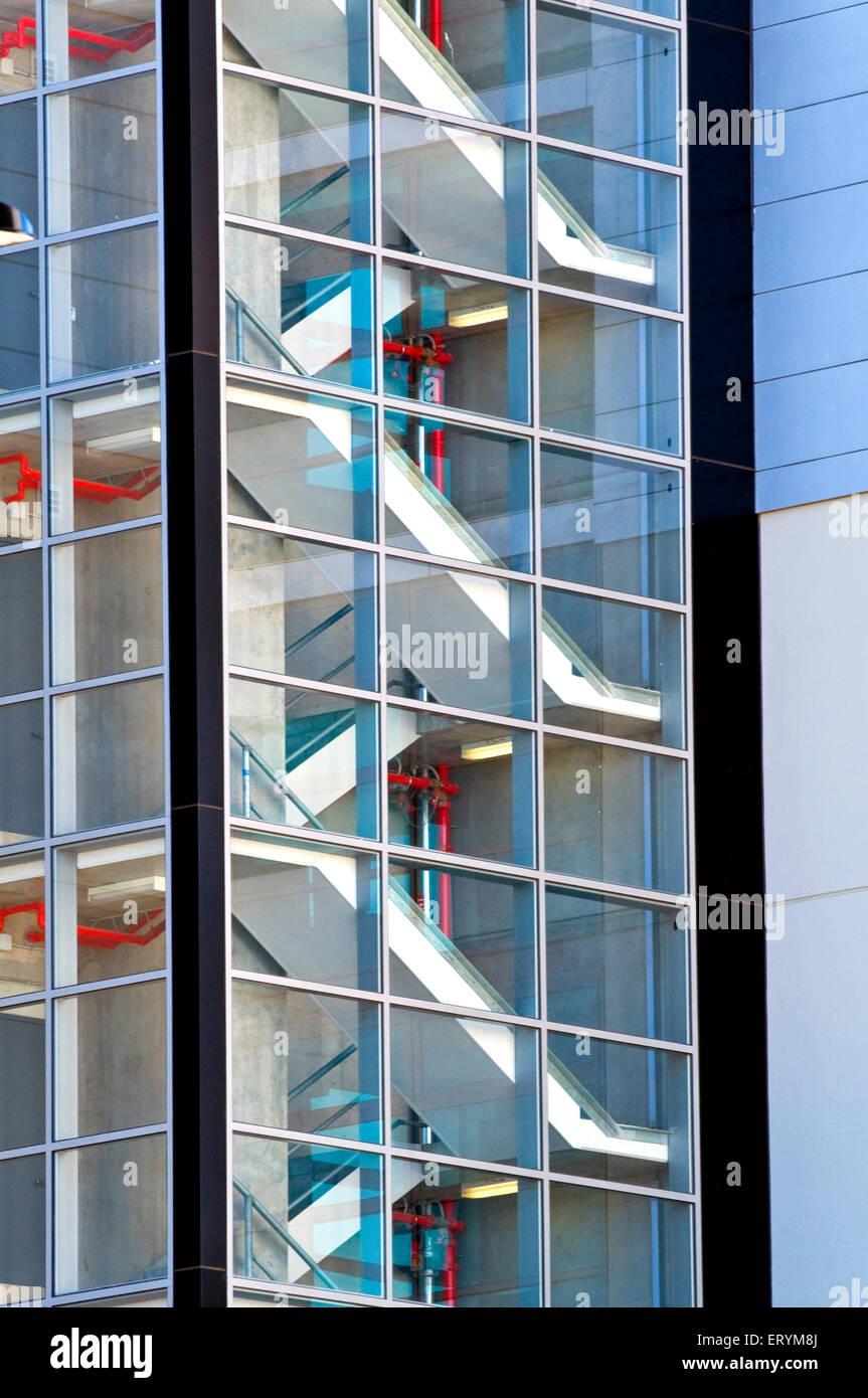 Escalera de vidrio diseño de ventanas patrón forma arquitectura forma ; Melbourne ; Victoria ; Australia Foto de stock