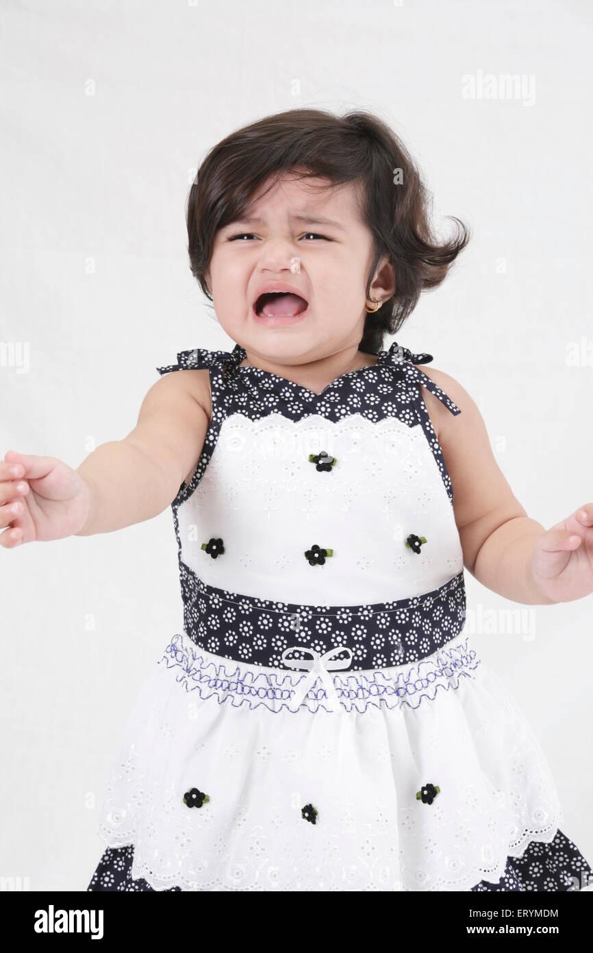 Quince meses de edad chica llorando señor#743S Imagen De Stock