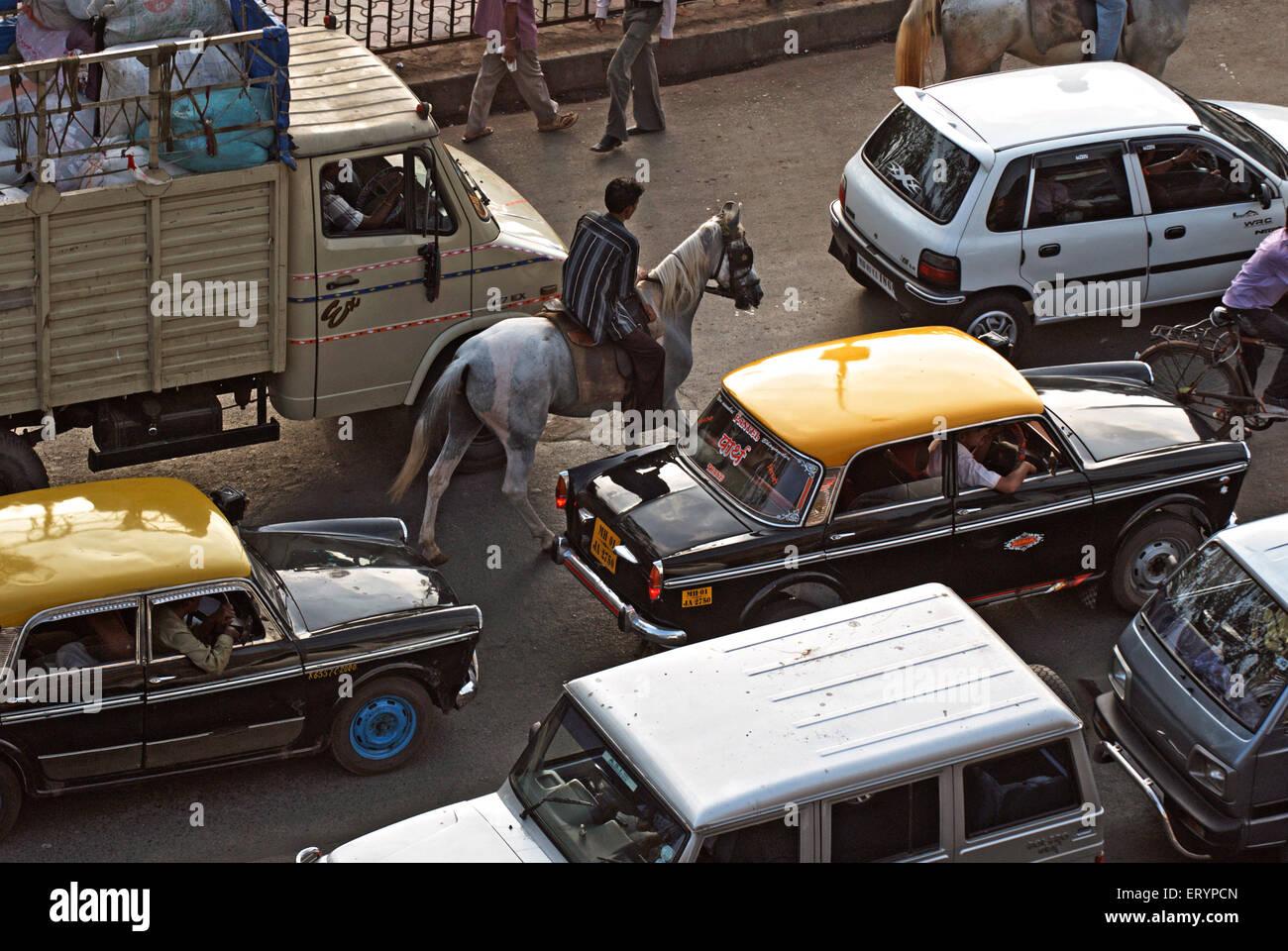 Jinete en embotellamiento de Bombay, Maharashtra, India Mumbai ; ; el 5 de mayo de 2009 Imagen De Stock