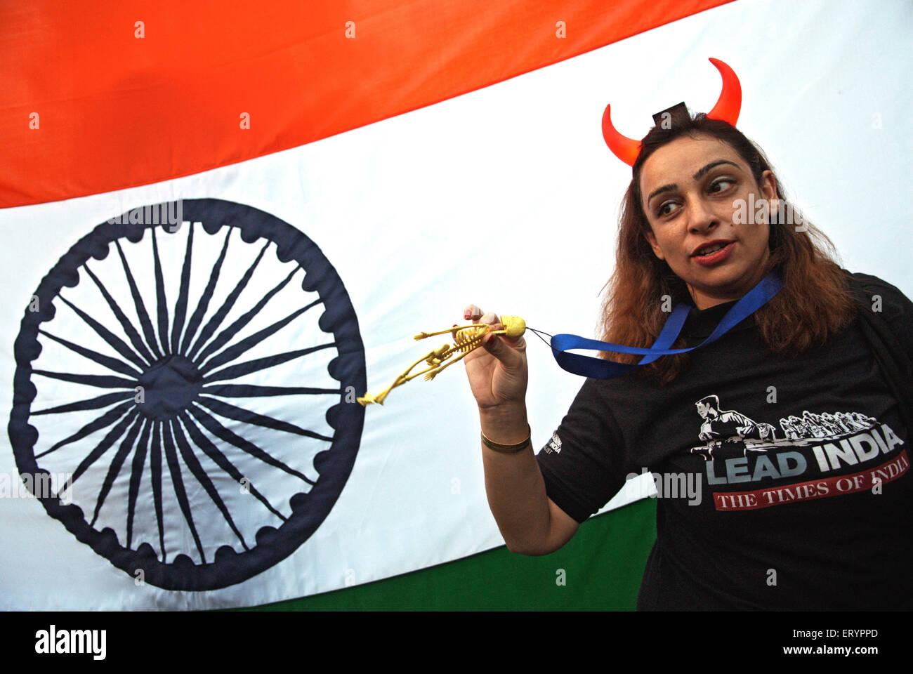 Manifestante después del ataque terrorista por Deccan Muyahidín en Bombay Bombay ; ; Maharashtra India. Imagen De Stock