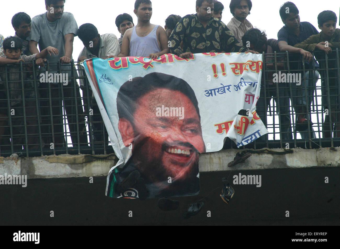Kurla residentes protestaban contra la celebración de bandera del Partido del Congreso, líder nacionalista Imagen De Stock