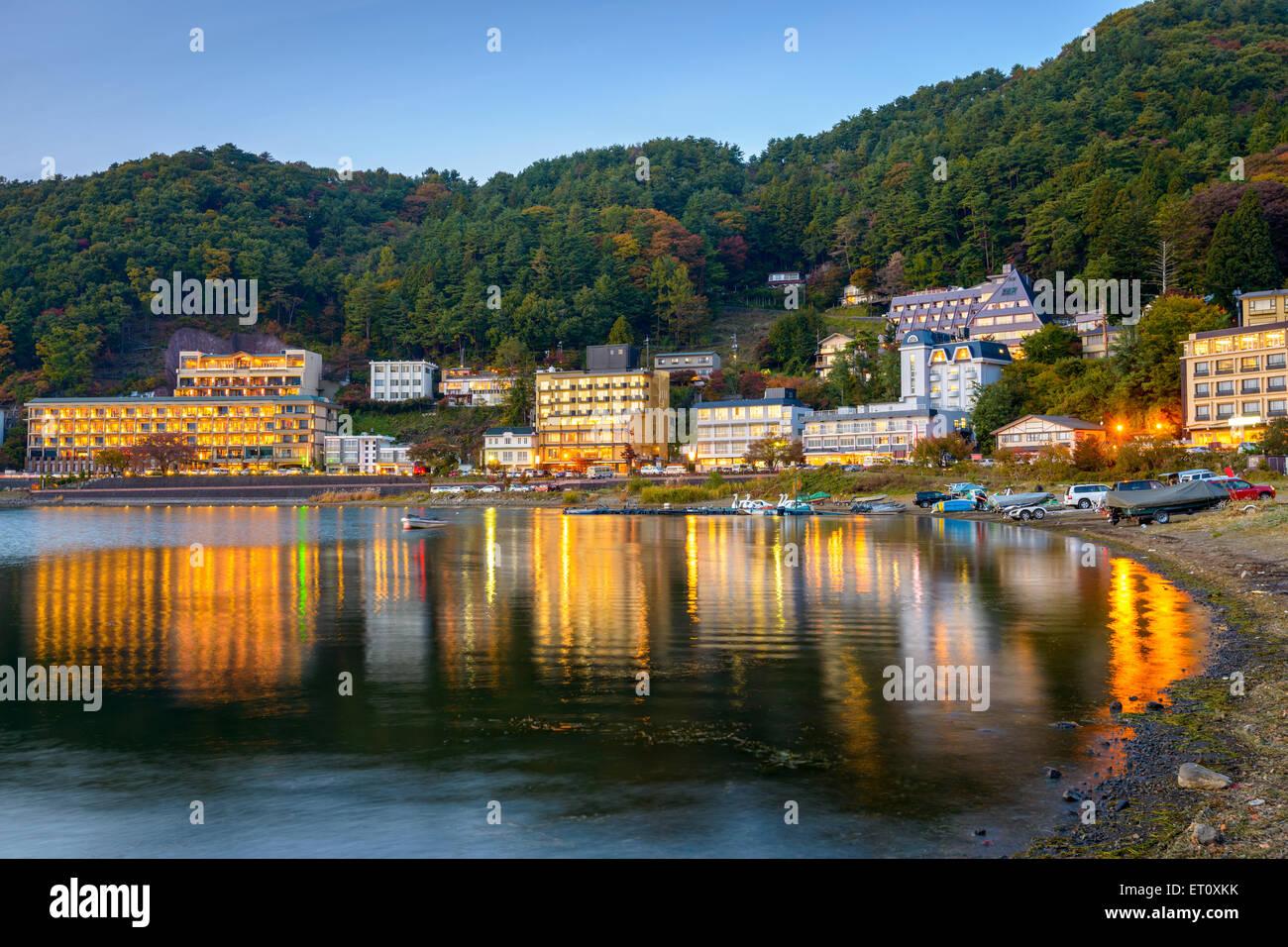 Kawaguchi, Japón hoteles junto al lago. Foto de stock