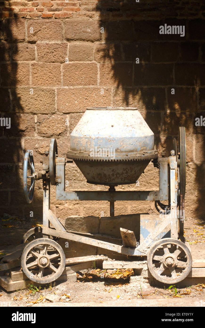 Batidora de mano pequeña de cemento Pune ; ; ; Maharashtra India Foto de stock