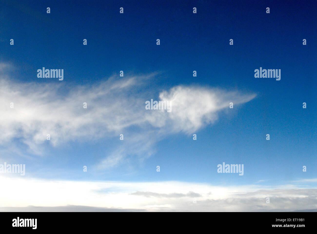 Cielo azul y nube blanca Imagen De Stock