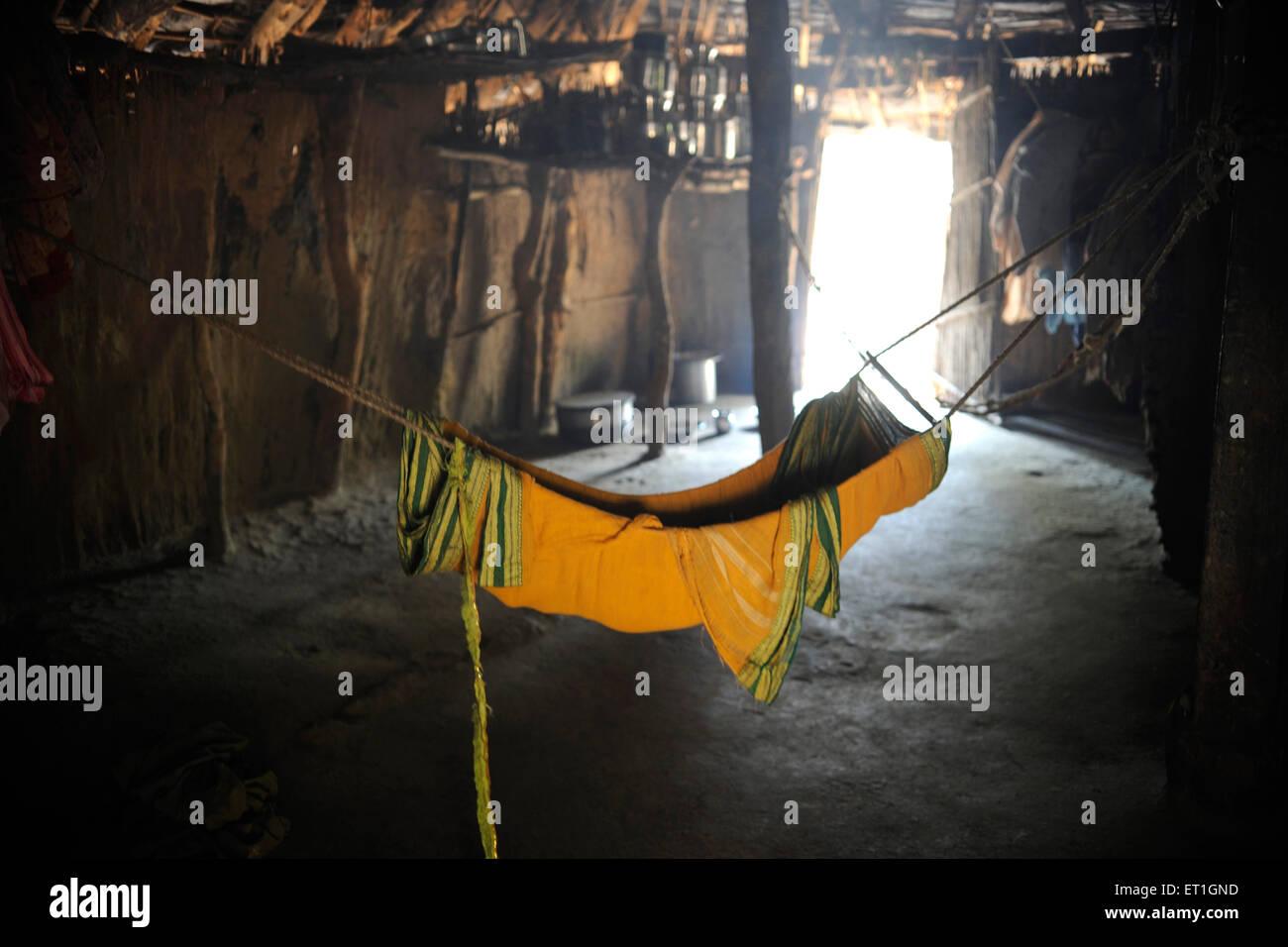Soporte de tela en casa tribal ; ; Maharashtra India Imagen De Stock