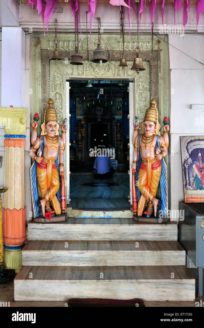 Guardias en templo rameshvar sindhudurga Maharashtra India Asia Imagen De Stock