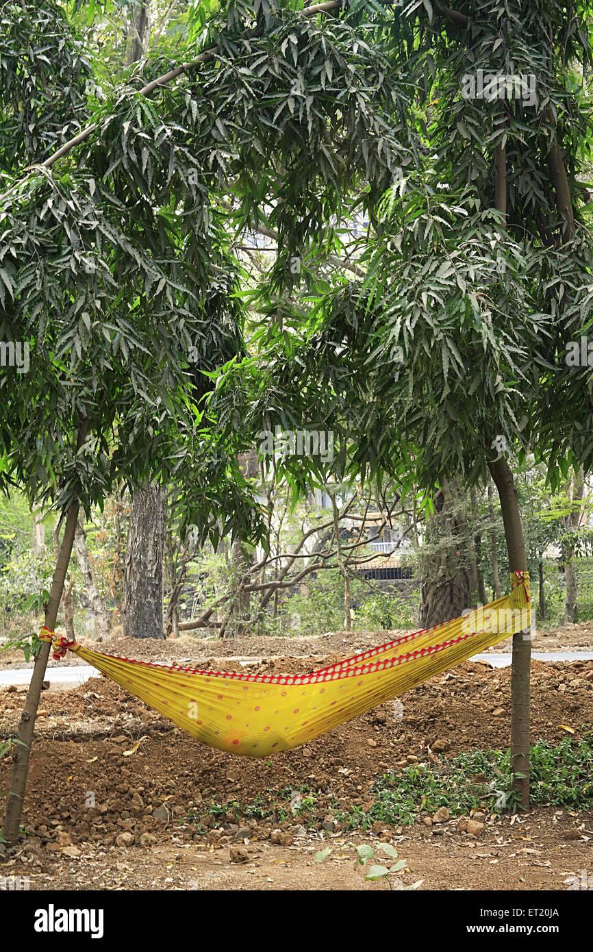 Cuna colgada entre dos árboles en el Parque Nacional Sanjay Gandhi Borivali ; ; ; ; Maharashtra Bombay Bombay Imagen De Stock