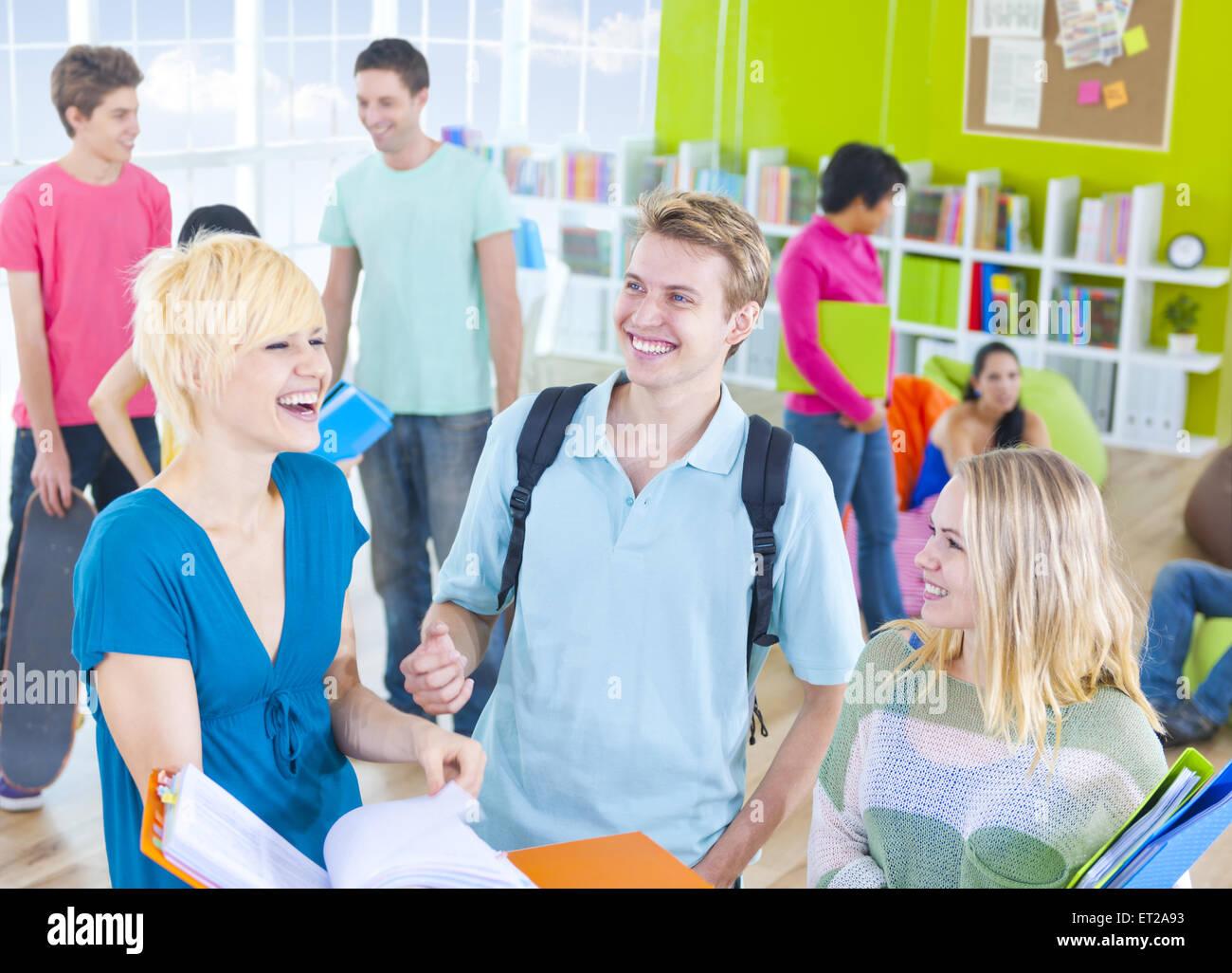 Grupo de Estudiantes en el aula Foto de stock