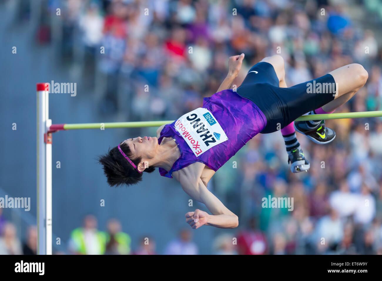 Oslo, Noruega. 11 de junio de 2015. Liga de diamante Juegos Bislett Guowei Zhang de China compite en el salto de Imagen De Stock