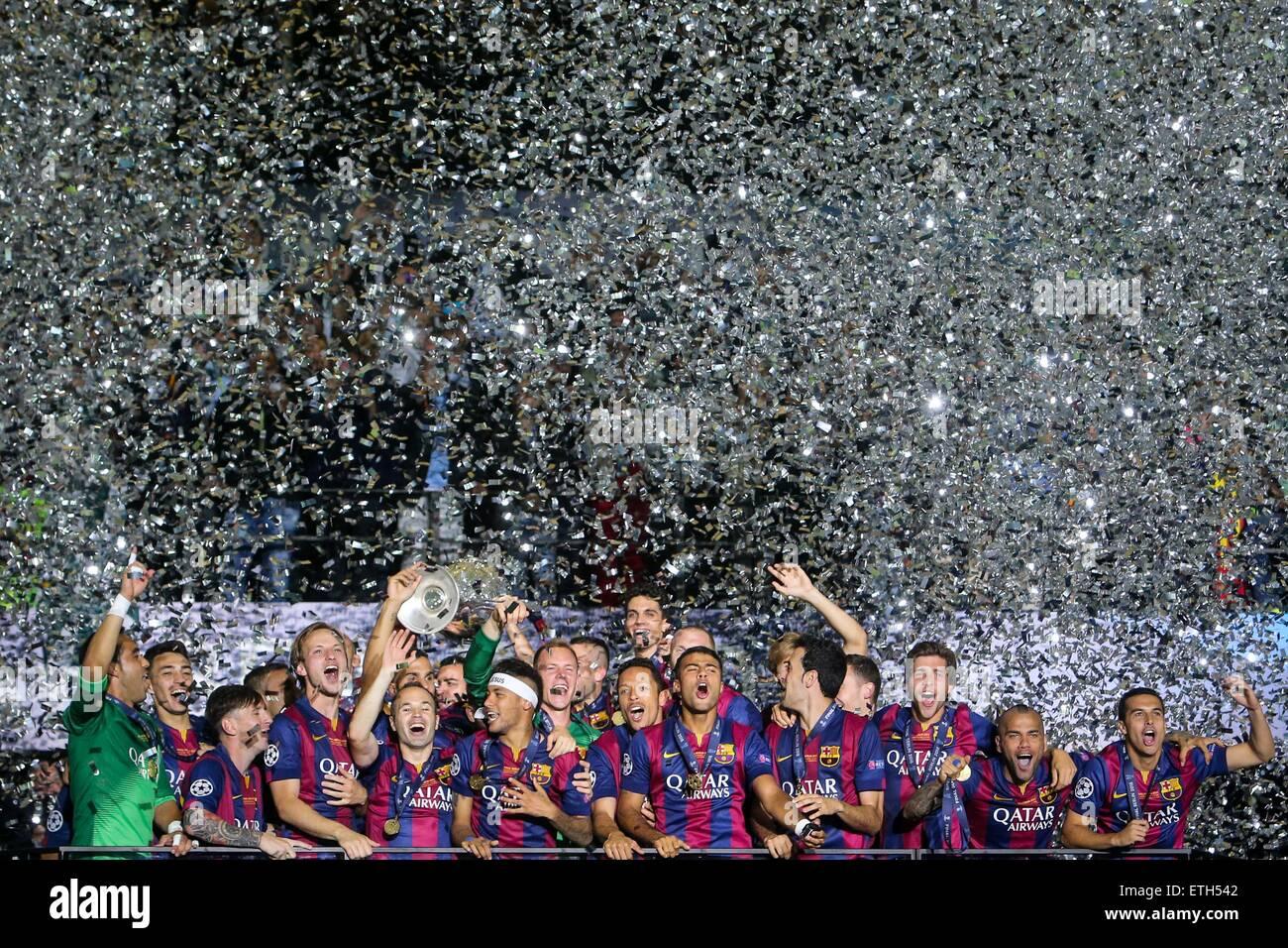 Beijing, Alemania. 6 de junio de 2015. Los jugadores del FC Barcelona celebran tras el partido final de la Liga Imagen De Stock