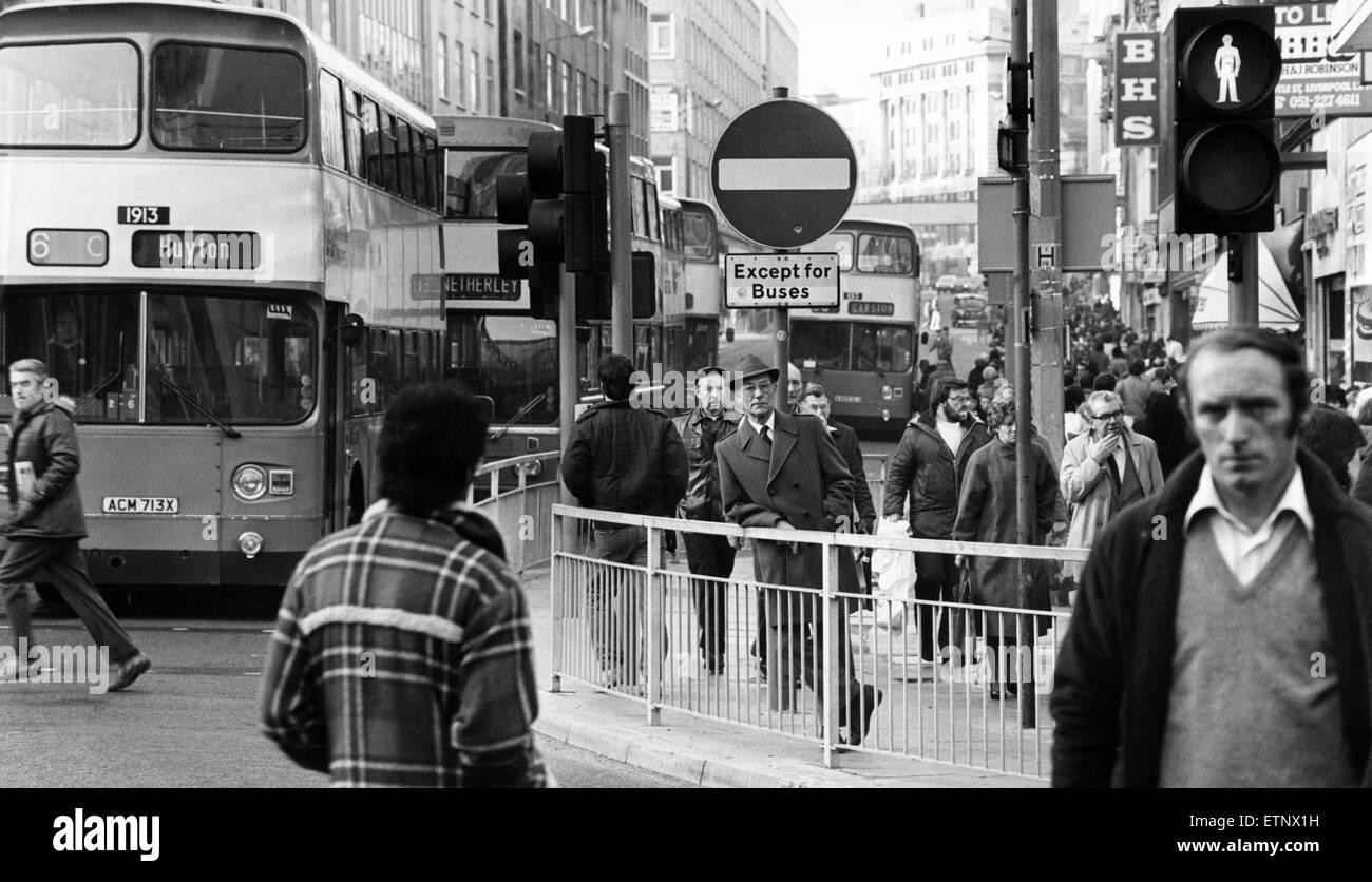 Chapel Street, Liverpool. El 6 de diciembre de 1983. Imagen De Stock