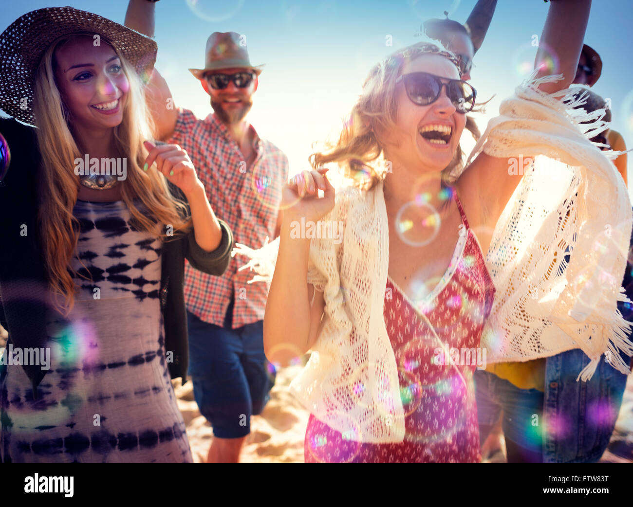 Los adolescentes amigos Beach Party concepto felicidad Imagen De Stock