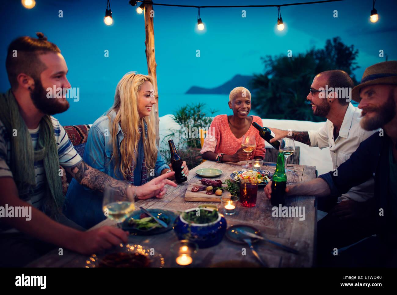 Diversidad étnica de amistad parte Ocio concepto felicidad Imagen De Stock