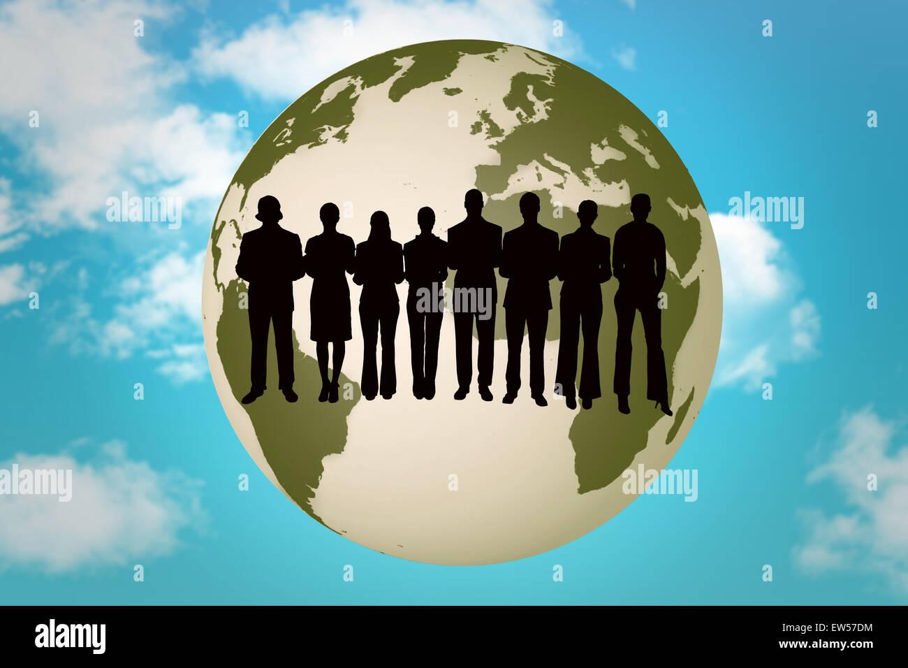 Imagen compuesta de silueta de empresarios en una fila Imagen De Stock