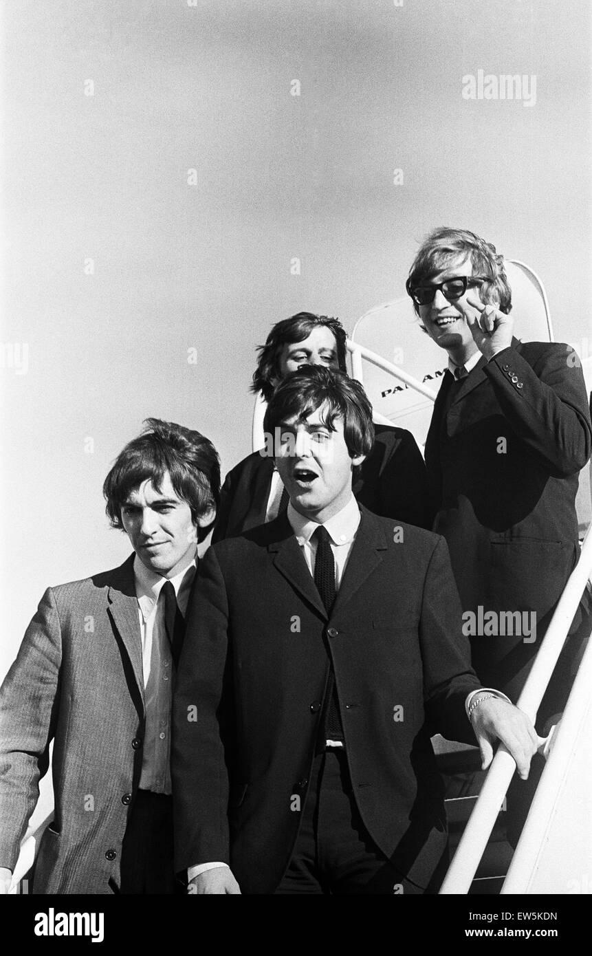 Los Beatles arribando en San Francisco antes de su gira americana. El 18 de agosto de 1964 Foto de stock
