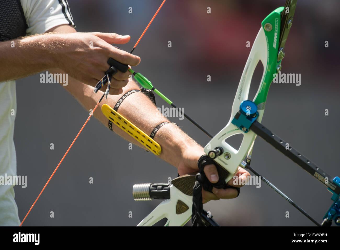 En Bakú, Azerbaiyán. 18 de junio de 2015. Alemania Christian Weiss compite en la arquería el equipo Imagen De Stock