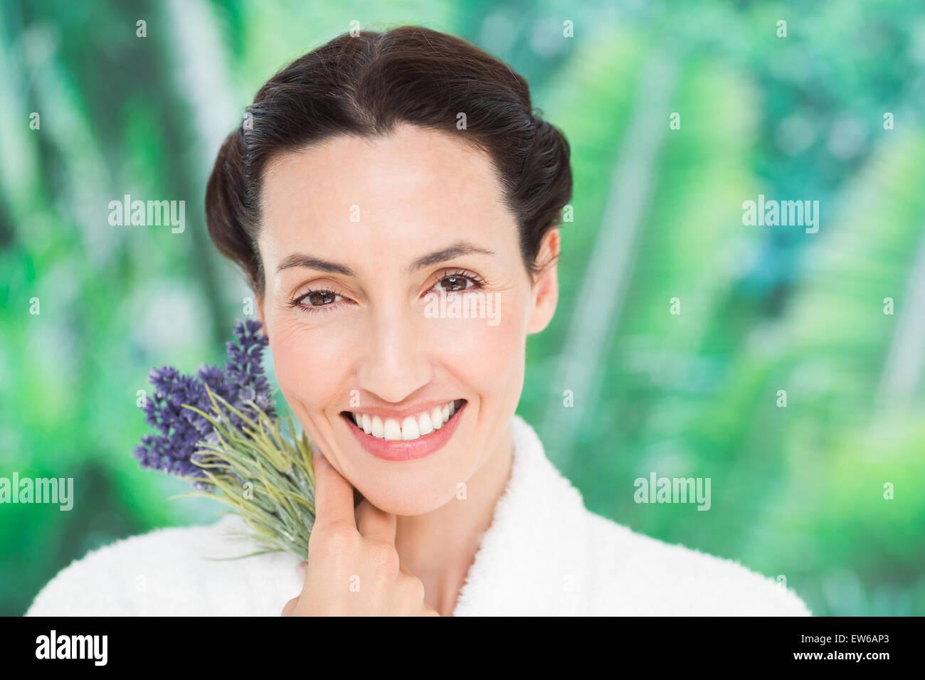 Una mujer con lavanda Imagen De Stock