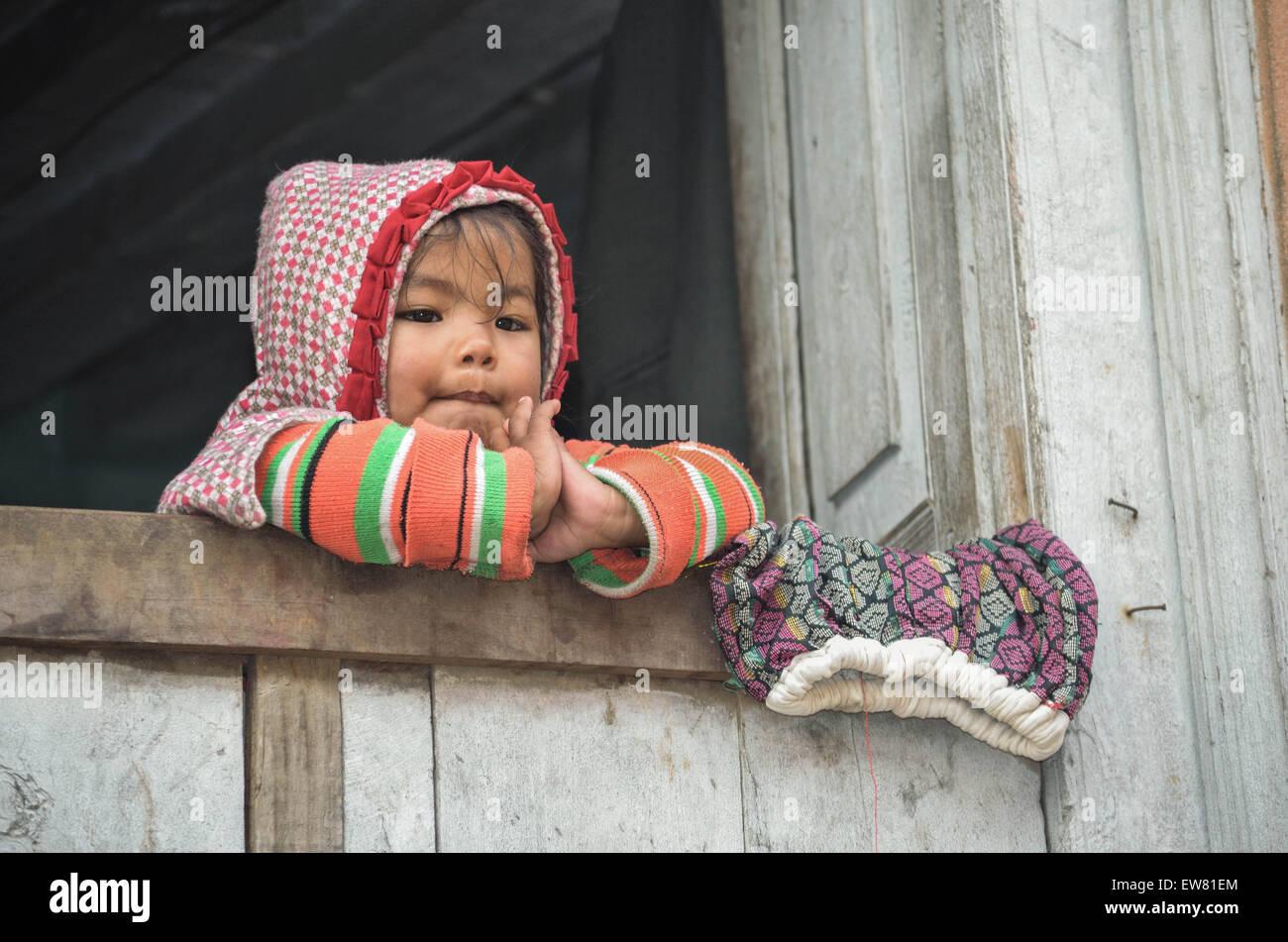 'Viaje' 'viaja' 'viaje' 'trips' 'culturas' 'cultura' 'Asia' 'Nepal' y 'niño' 'niños' 'Kid' 'kids' 'Vertical', 'Fotografía' Foto de stock