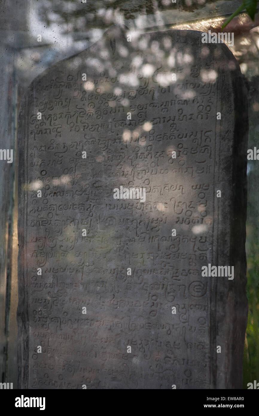 Wat Sema Mueang inscripción en Wat Sema Mueang templo budista en Nakhon Si Thammarat, Tailandia. Foto de stock
