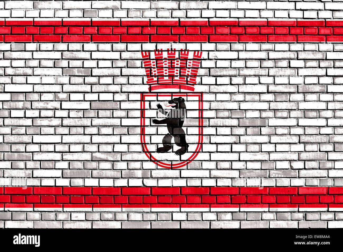 Bandera de Berlín Oriental pintado sobre la pared de ladrillo Imagen De Stock