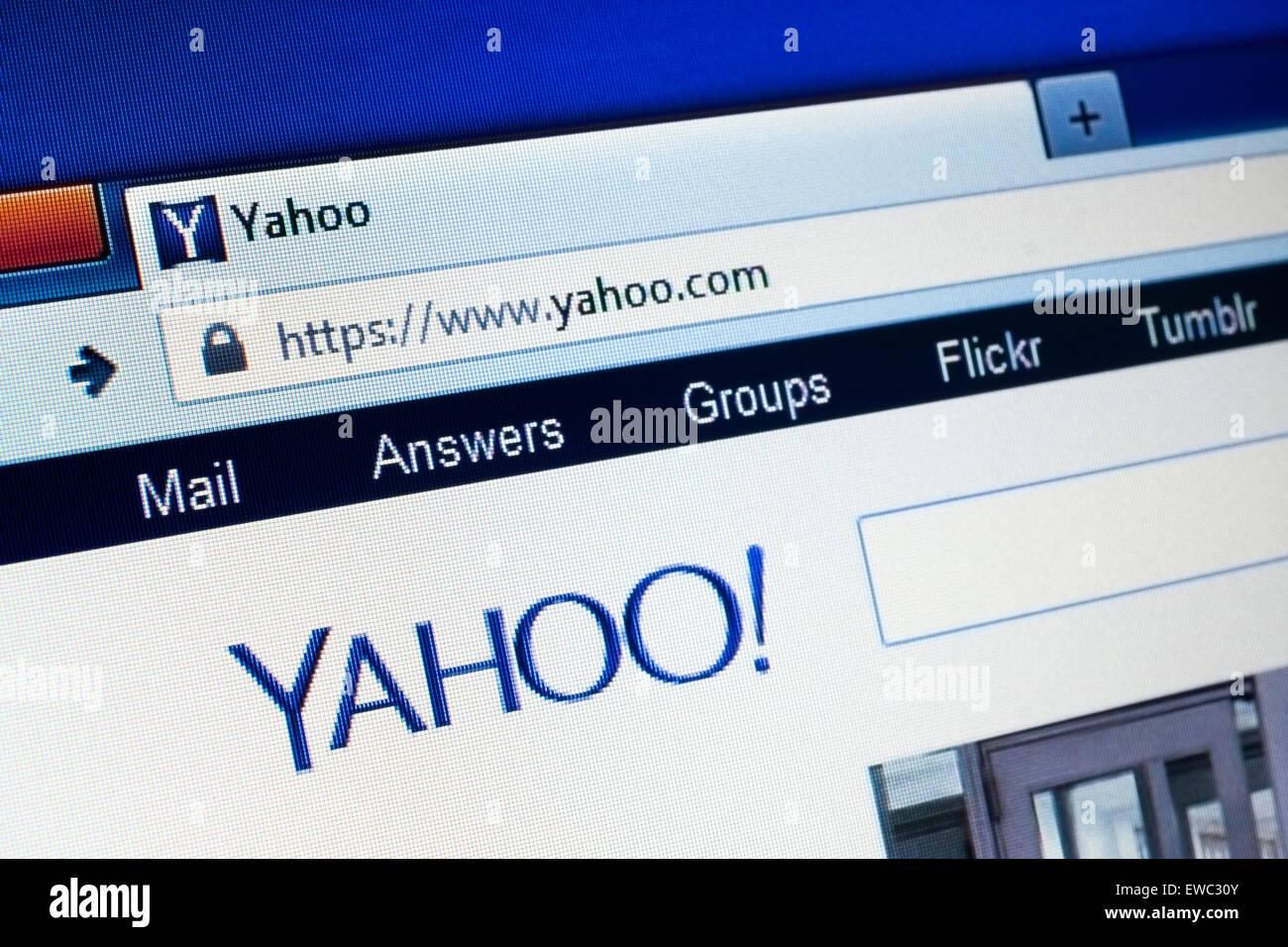 GDANSK, Polonia - 15 de abril de 2015.Yahoo homepage en la pantalla del ordenador. Yahoo es una multinacional americana Imagen De Stock