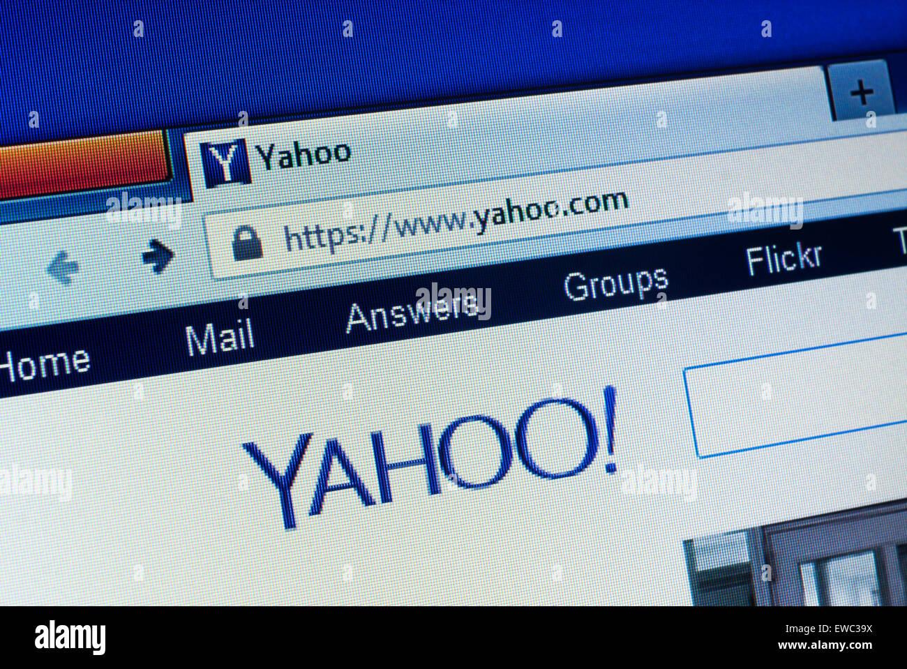 GDANSK, Polonia - 25 de abril de 2015.Yahoo homepage en la pantalla del ordenador. Yahoo es una multinacional americana Imagen De Stock